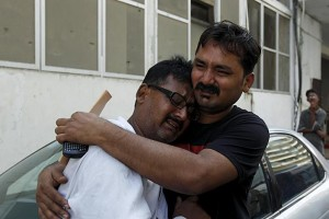 Pakistani journalists mourning death of colleague